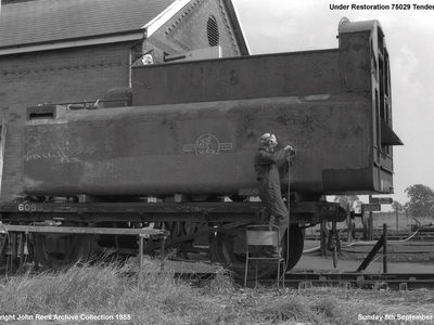 Sunday 8th Sept 1985. Dean Knight needle gunning the side of Green Knight