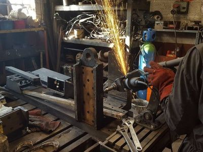 Steve uses his horn grinding machine to true up the inside faces of the trailing axleboxes, 25/2/18.